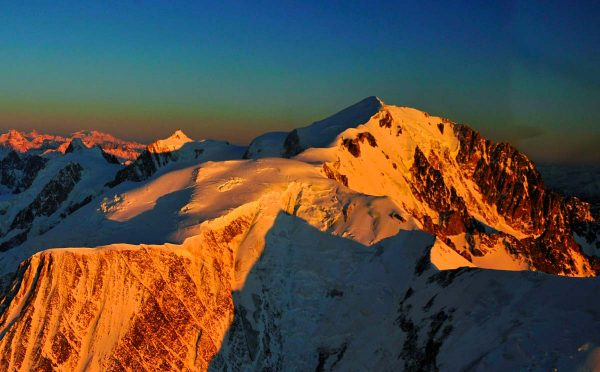 14.  Calottes sommitales du Mont Blanc et du Dôme du Goûter © P. Tournaire