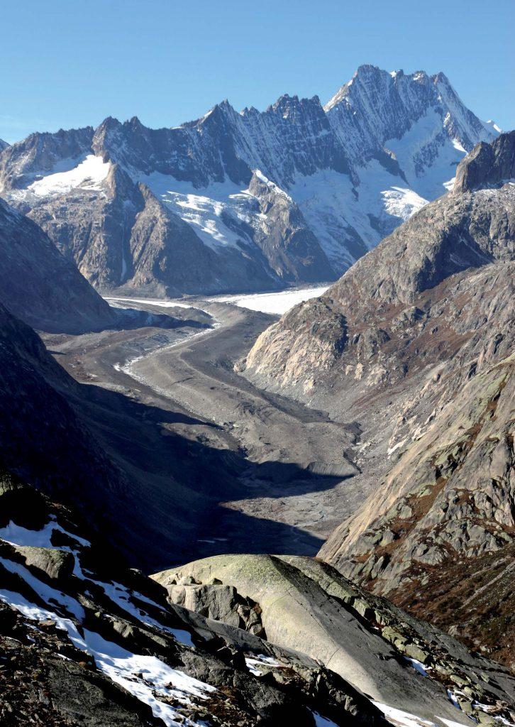 Exemple de glacier noir, la langue terminale du glacier de l'Unteraar (Alpes Bernoises)