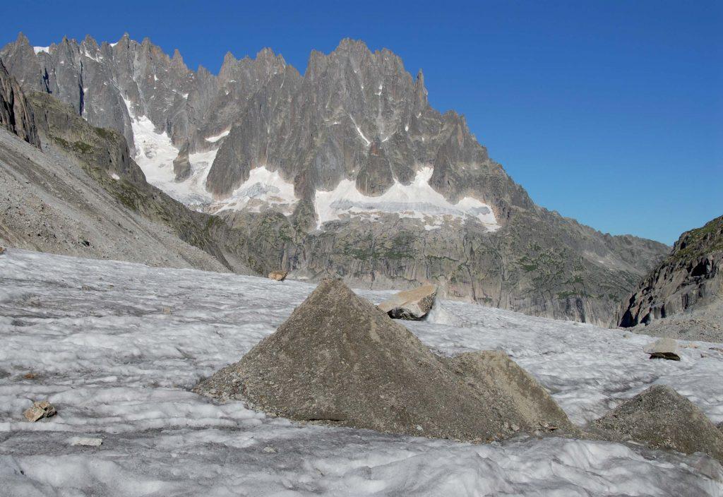 Dirt cone sur le glacier de Leschaux