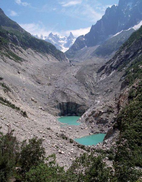 Les deux lacs pro-glaciaires de la Mer de Glace apparus entre 1998 et 2001.