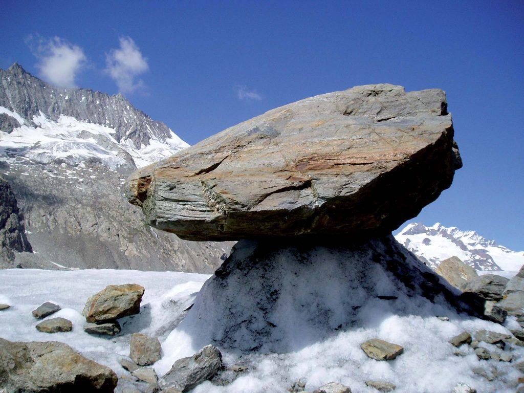 Table glaciaire sur le glacier d'Altesch