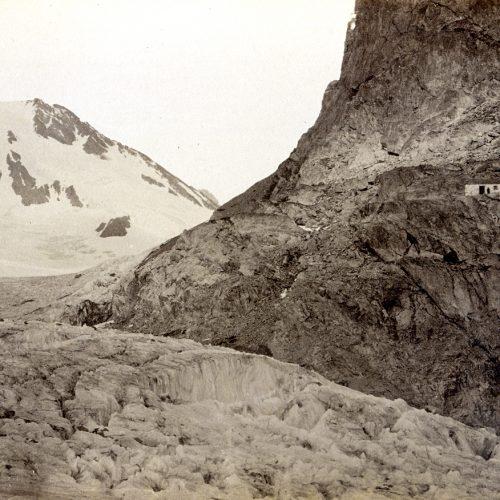 L'ancienne cabane située 40 m au-dessus de glacier en 1880, © JHV