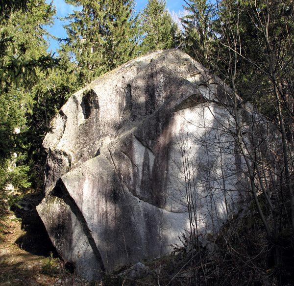 Un blocs erratiques remarquables: la pierre de Lisboli, déposée entre 1640 et 1644