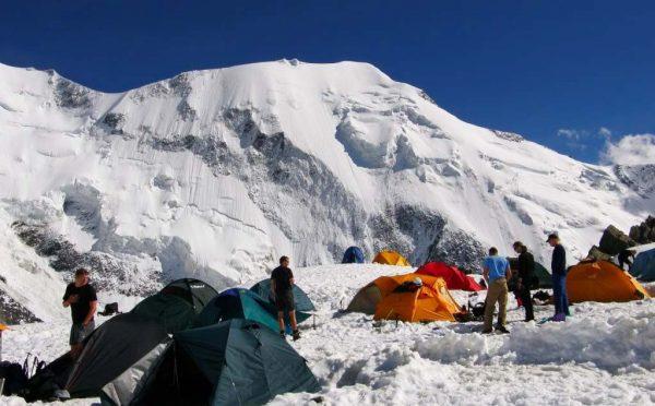 Opération de pompage au glacier de Tête Rousse (été 2010)