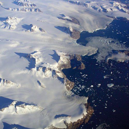 Ice streams producteurs d'icebergs, évacuateurs de la calotte glaciaire du Groenland © Photolia