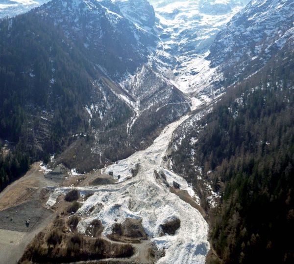 Avalanche du glacier de Taconnaz au printemps 2013
