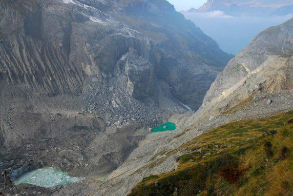 Masse tassée et écroulement qui ont affecté le substratum de l'extrémité Est de l'arête de l'Eiger en 2006.