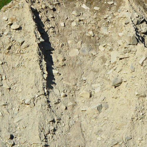 La moraine est composée de matériaux hétérométriques (ici, dans la moraine latérale de la Mer de Glace)